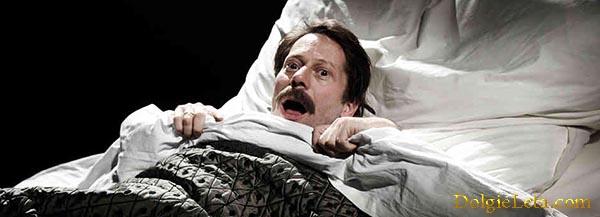 Мужчина резко проснулся от страшного сна