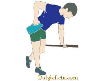 упражнение с весом в одной правой руке с упором на левую руку