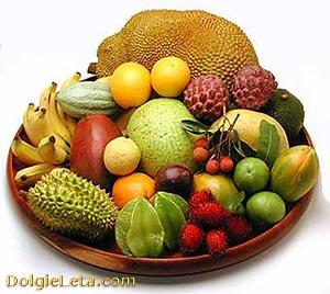 Экзотические фрукты на тарелке