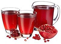 Полезные свойства гранатового сока - напиток в кувшине и стаканах