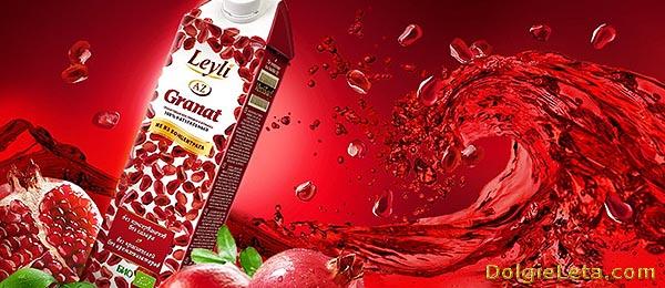 Упаковка на фоне красного гранатового сока