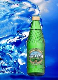 Стеклянная бутылка минеральной воды Нарзан.