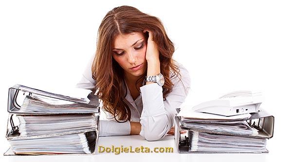 Девушка на работе: симптомы синдрома усталости