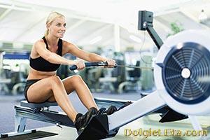 Тренировка в спортзале для девушек