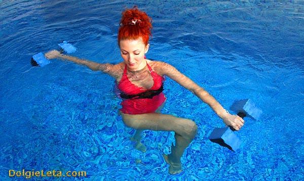 Сколько калорий сжигается при аквааэробике - водные упражнения для похудения.