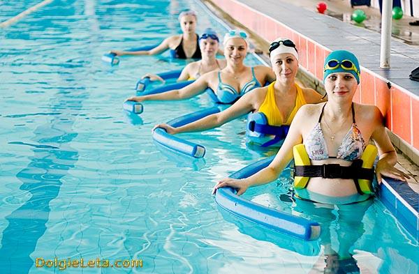 Аквафитнес - водные упражнения в бассейне.