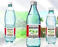Три бутылки с полезной минеральной водой Боржоми.