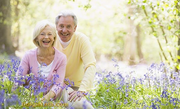 Счастливая пожилая семейная пара.