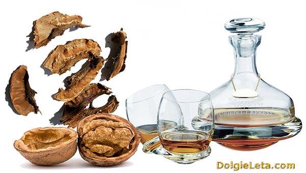 Настойка из перегородок грецких орехов - перепонки на спирту, водке.