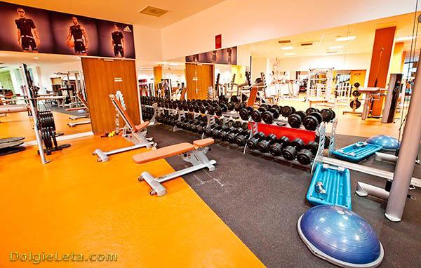 Тренажерный зал в спортивном клубе Orange Fitness в Сокольниках.