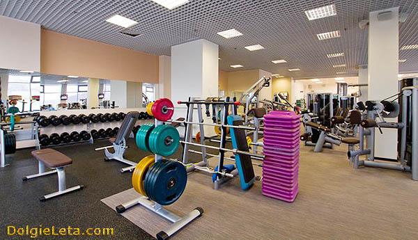 Тренажерный зал в спортивном клубе Orange Fitness на Павелецкой.