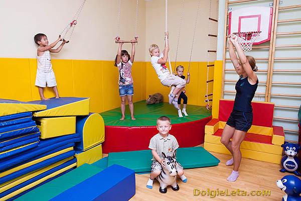 Занятия с детьми в Vitasport клубе.