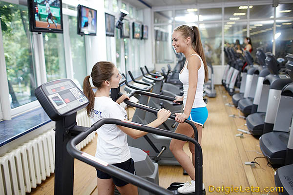 Кардиотренажеры - беговые дорожки и велотренажеры в Vitasport клубе.