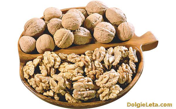 Количество калорий в грецких  орехах.