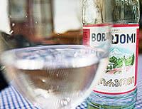 Как правильно пить Боржоми. Полезные свойства минеральной воды и показания к применению.