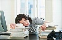 Причины и симптомы переутомления и утомления на рабочем месте.