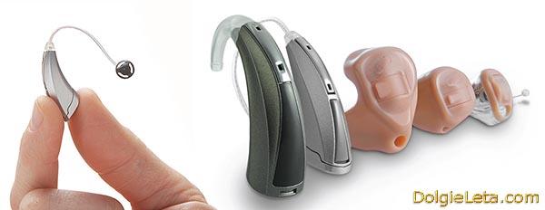 На фотографии представлены различные цифровые слуховые аппараты.