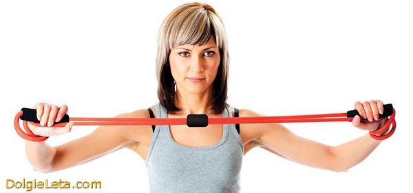 Спортивные тренировки, занятия и упражнения с грудным эспандером.
