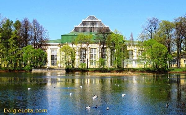 Фотография Таврического дворца - вид со стороны сада.