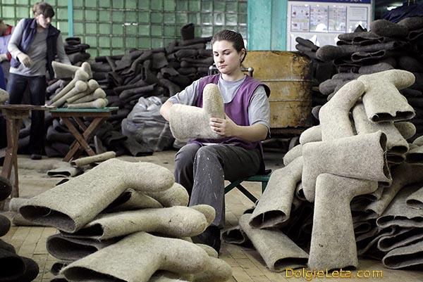 Фото производства - как делают валенки  на фабрике.