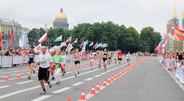 Марафонцы финишируют на Дворцовой площади