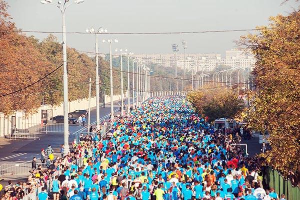Спортсмены, легкоатлеты, марафонцы, участники и зрители в Москве