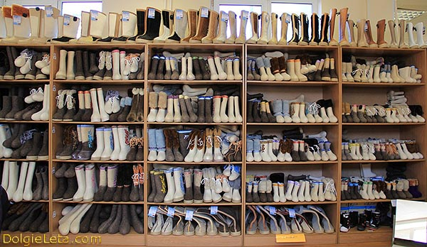 Валенки производство в Гатчине - фото  витрины в магазине.