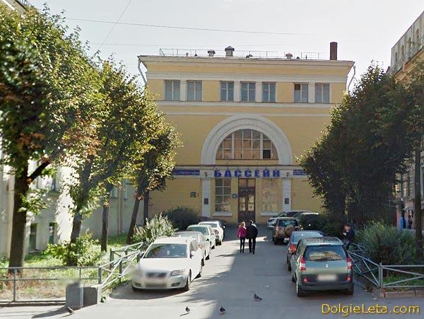 Бассейн университета физической культуры имени П.Ф. Лесгафта на улице Декабристов 38 в СПб - фото здания.