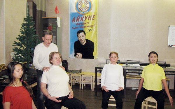 Выполняем комплекс упражнений гимнастики Айкуне для восстановления позвоночника.