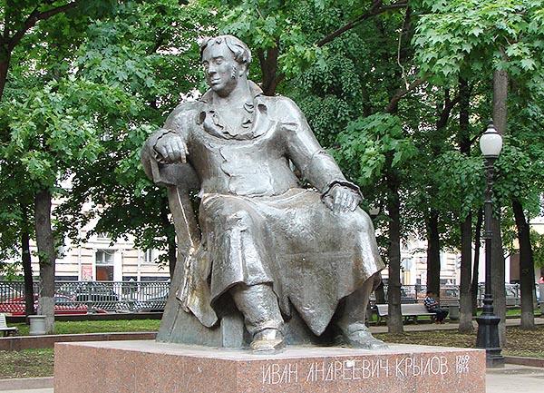 Памятник Крылову в парке Патриаршие пруды.