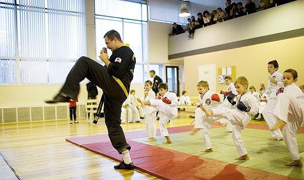 Школа боевых искусств для детей Демида Момота в спортивном клубе Петроградец.