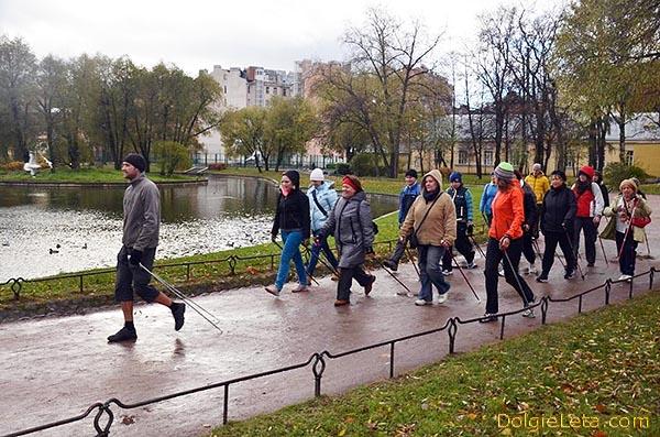 Осенние занятия по скандинавской ходьбе в Юсуповском саду - Санкт-Петербург