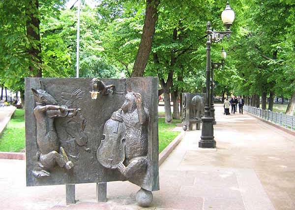 Скульптура из басни Крылова в парке Патриаршие пруды.