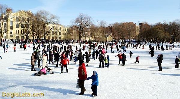 Народные гулянья в зимнем Юсуповском саду.
