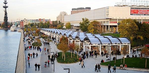 Торговые выставочные павильоны в парке Музеон на набережной.