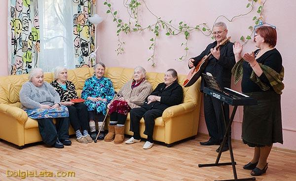 """""""Южный"""" - дом престарелых - выступление музыкантов для пожилых людей."""