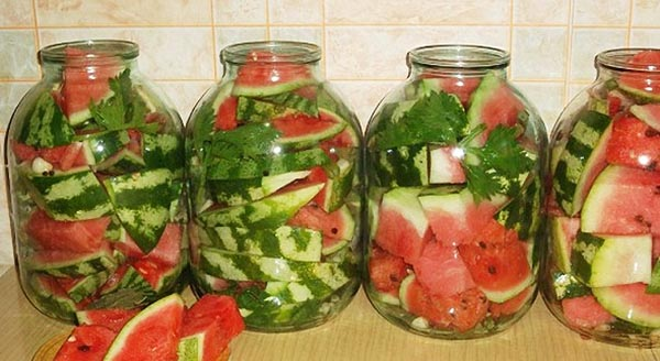 Хранение и консервирование арбузов в банки - рецепт.