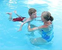 Как научит плавать ребенка - уроки по плаванию в бассейне.
