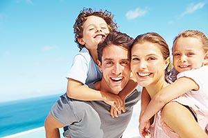 Родители с детишками отдыхают на море в санатории в Анапе.