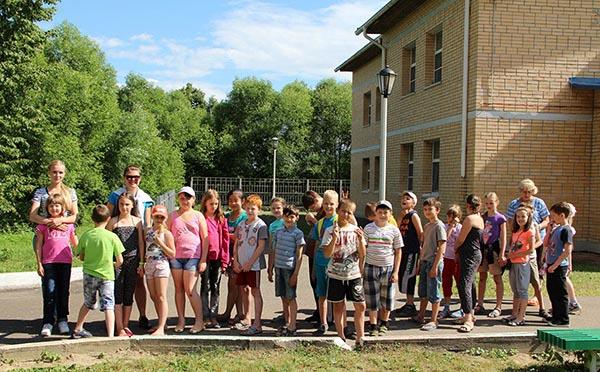 Детишки в оздоровительном лагере Ракета.