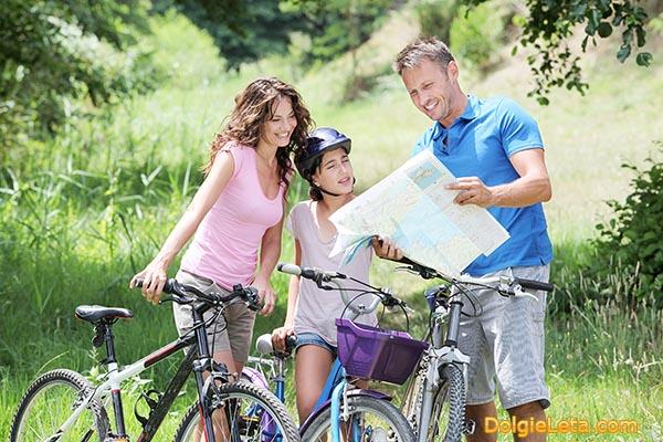 Семейный велотуризм - поход на велосипедах родителей с детьми.