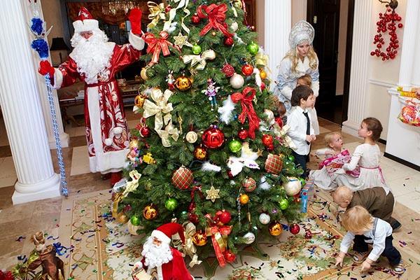 Детский новогодний праздник с гостями, Дедом морозом и Снегурочкой.