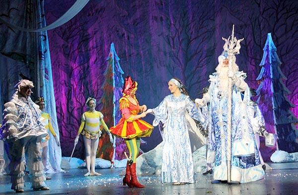 Новогоднее театральное представление для детей.