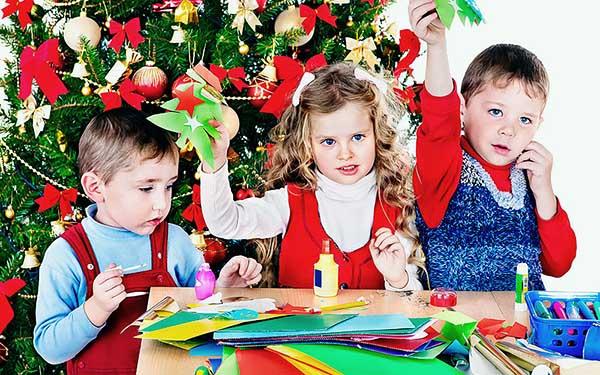 Новогодние поделки и игрушки вместе с детьми на зимних каникулах.