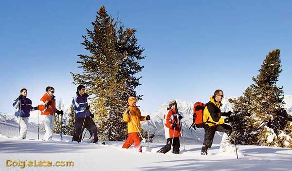 Отдых, туризм и путешествия всей семьей вместе с детьми на зимних новогодних каникулах.