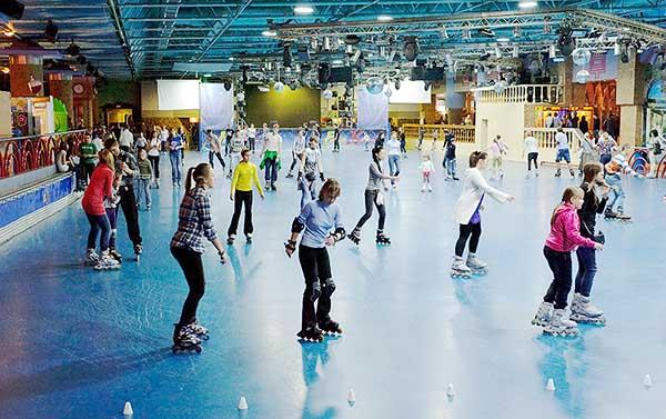 Роллердром - катаемся на роликовых коньках вместе с детьми на зимних новогодних каникулах.Новогодние поделки и игрушки вместе с детьми на зимних каникулах.
