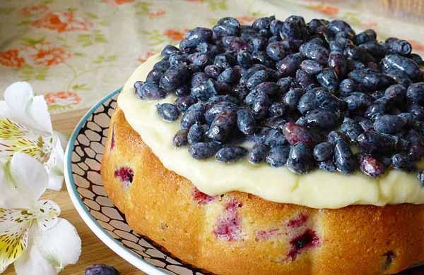 Пирог из ягод жимолости - польза и вред ля организма. Отзывы людей.