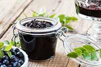 Варенье из ягод голубики с полезными свойствами.