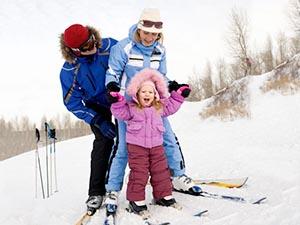 Семья на лыжных прогулках. Виды классических лыжных ходов.