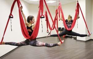 Польза от Аэройоги в гамаках, противопоказания к занятиям воздушной йоги